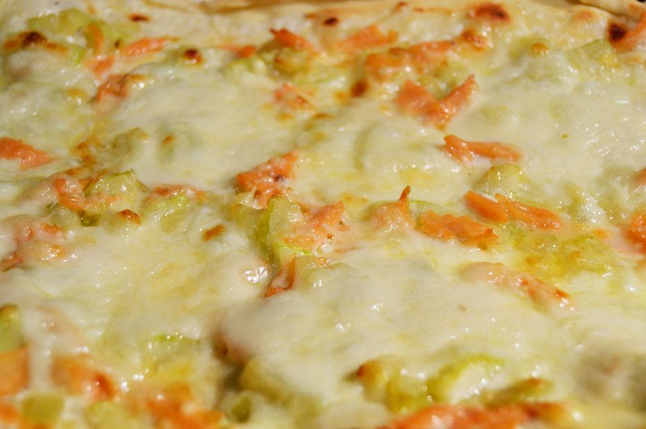 Pizza saumon, courgette et crème d'ail