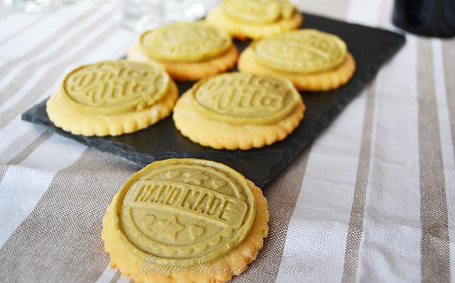 « Petits écoliers ® » version salée pour l'apéritif : biscuit salé, fromage frais et gelée d'olives