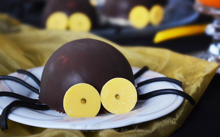 Araignées : coques au chocolat, mousse coco, insert potiron et biscuit dacquoise